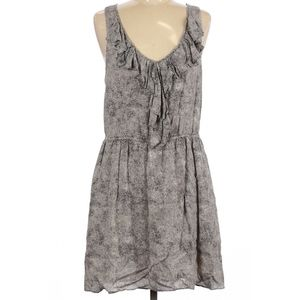 Lovely little BCBG dress with cute print & ruffle detail 🖤